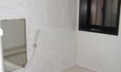 築50年の歴史ある家がまるで新築 (ゆったりと快適に入浴できるバスルーム)