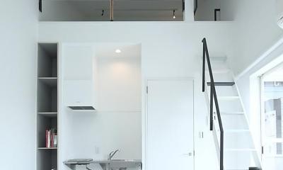 小さな白い家 「太陽がキッチンに降り注ぐ家」 (ロフトのある部屋)