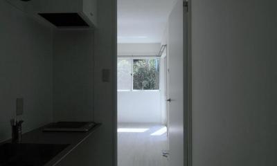 白いアパートメント (廊下)