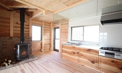 薪ストーブがある家 (冬は薪ストーブが主役のダイニング)