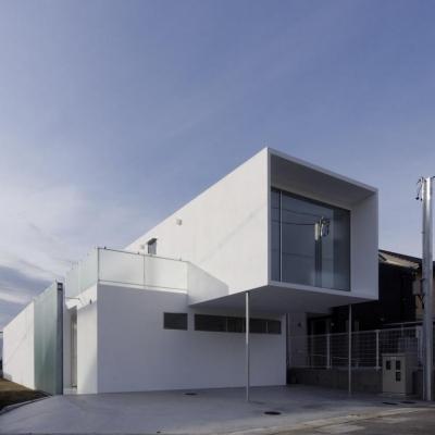 Facade (c-house_中庭と一体になるコンクリートの家)