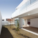 c-house_中庭と一体になるコンクリートの家