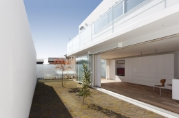 c-house_中庭と一体になるコンクリートの家 (Court)