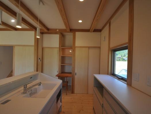久万高原の家2014の部屋 木を感じるキッチン