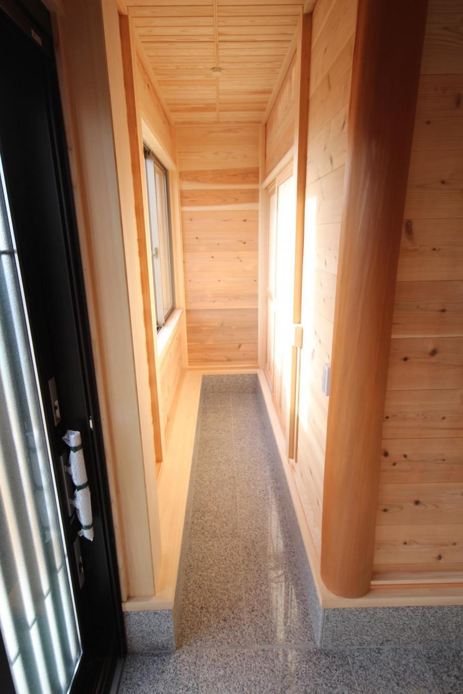 薪ストーブがある家 (土間がある玄関)