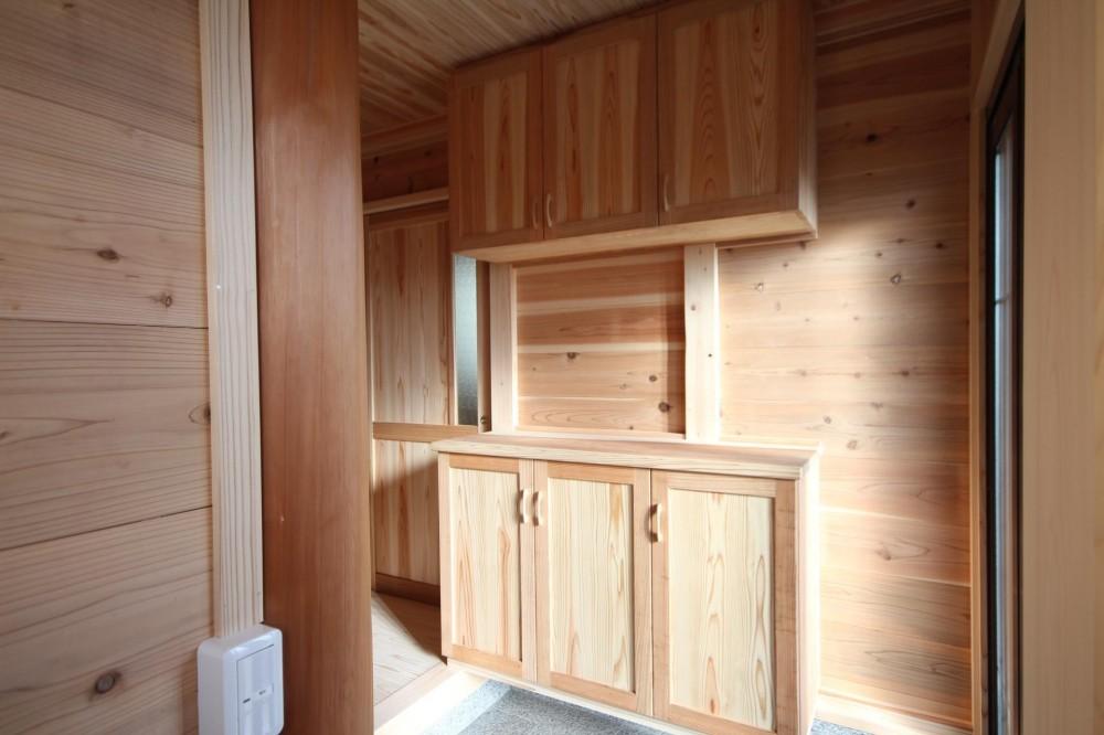 薪ストーブがある家 (オリジナル 木製下駄箱)