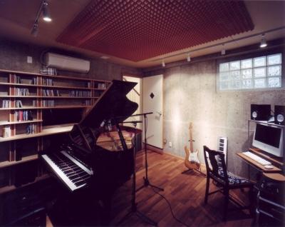音楽家の住まい (地下スタジオ)