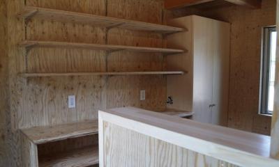 森の中のコートハウス (キッチン)