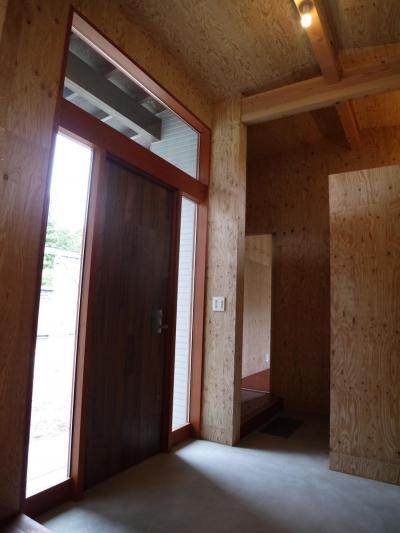 森の中のコートハウス (玄関)