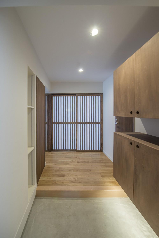 FLAT S / 光があふれる家 (玄関)