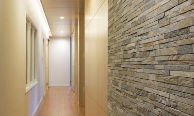 HOUSE I / LEDが広がる家 (廊下(夜))