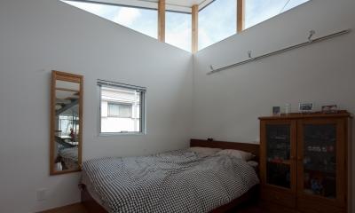 小さくて広い家 (ベッドルーム)