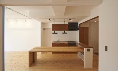 大きなテーブルのあるダイニングキッチン|豪徳寺マンション・リノベーション