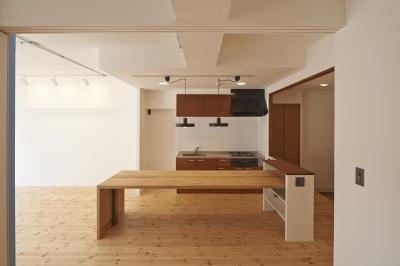 豪徳寺マンション・リノベーション (大きなテーブルのあるダイニングキッチン)