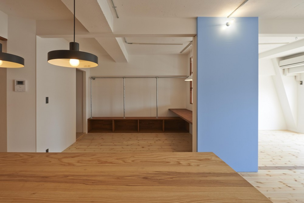 豪徳寺マンション・リノベーション (黒板塗料の青い壁)