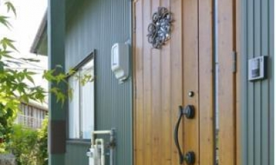 坪庭のある北欧ハウス (玄関)