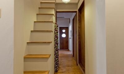 【2×4】趣味と暮らす家 (ロフトへの階段と廊下)