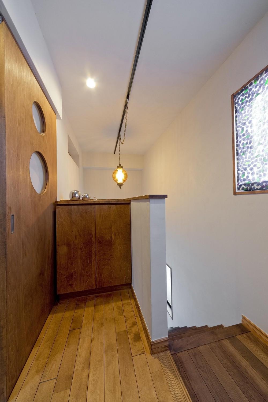 【2×4】趣味と暮らす家 (2階への階段)