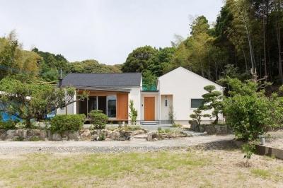 外観 (Little House in the Orchard)