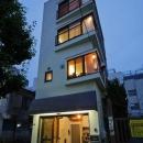 感性あふれるノスタルジースタイルの家の写真 中古戸建てビルをリフォームした外観