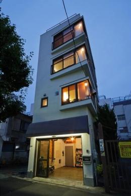 感性あふれるノスタルジースタイルの家 (中古戸建てビルをリフォームした外観)