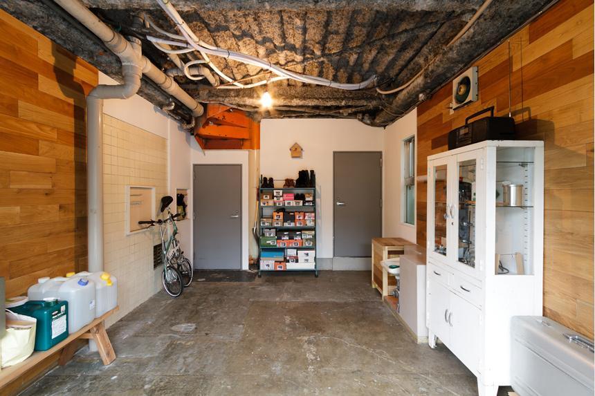 感性あふれるノスタルジースタイルの家 (1階は将来ギャラリーにするための場所)