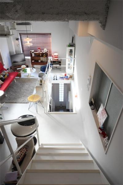 夢をたくさん詰め込んだカフェスタイルハウス (3Fから2Fへの階段)