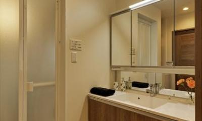 のびやかな広がりに、心が深呼吸できる家 (シンプルな洗面室)