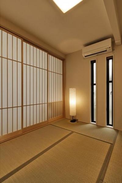 のびやかな広がりに、心が深呼吸できる家 (明るさのコントロールができる和室)