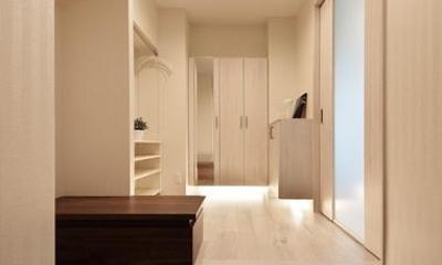 収納が充実した玄関|住空間にサロンをもつという選択