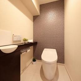 住空間にサロンをもつという選択 (落ち着いた雰囲気のトイレ)