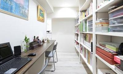 住空間にサロンをもつという選択 (壁収納のある書斎)