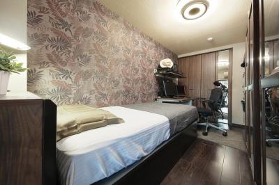 アジアンリゾートな雰囲気の寝室 (住空間にサロンをもつという選択)