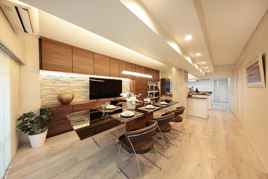 住空間にサロンをもつという選択の部屋 23.5畳の大空間リビング