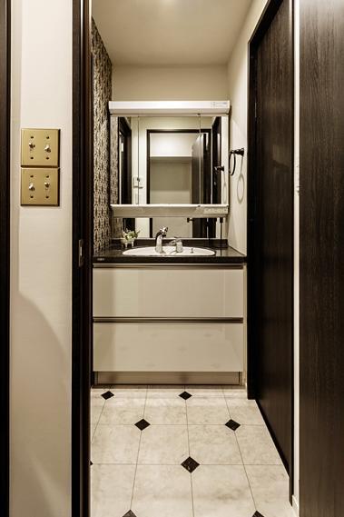 旅の途中…の部屋 トグルスイッチが印象的な洗面室