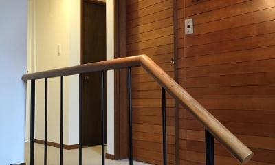 リノベーション×シェアハウスで菜園を育てながら満喫するスローライフ (階段)