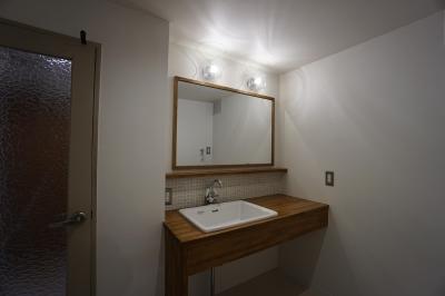 洗面室 (家族みんなが集まる大型リビング in西宮)