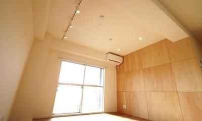 シナ材合板×ナラ樫材フローリングの伸びやか空間