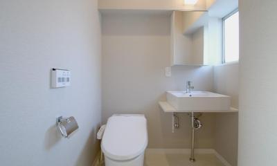 シナ材合板×ナラ樫材フローリングの伸びやか空間 (サニタリールーム)