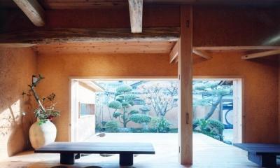 中庭のある自宅兼そば屋|木造リノベーション (大開口により広間と一体化する中庭デッキ02)