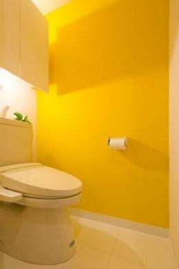 風を感じるリノベーション エコミックススタイル (黄色いトイレ)