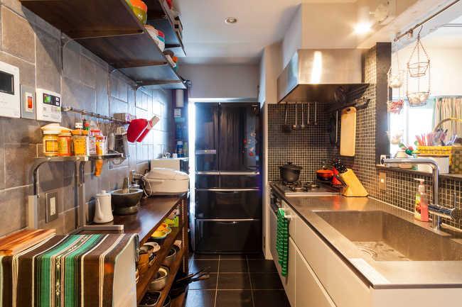 全部取っ払ってワンルームにしてみたらの部屋 モザイクタイルが目を引くキッチン