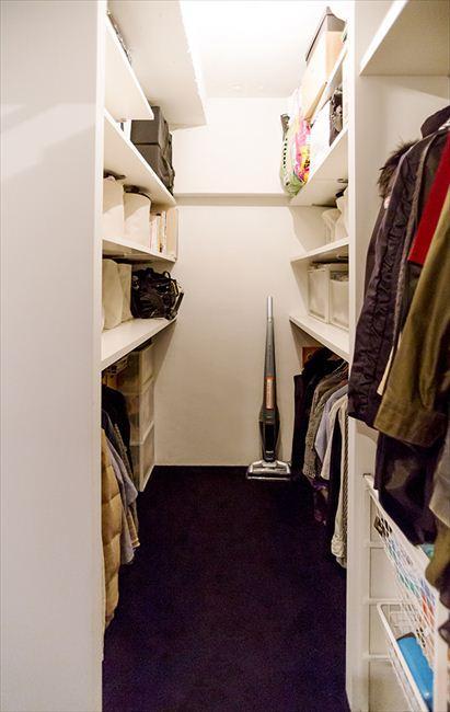 """自然体が心地よい""""自分たちだけの空間""""の部屋 使いやすい収納スペース"""
