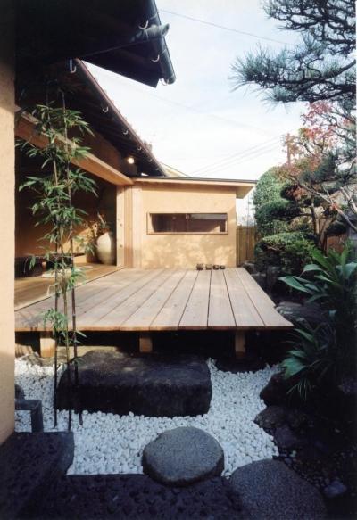 既存の庭木を和モダンな空間に取り込む01 中庭・通り庭で繋がる (中庭のある自宅兼そば屋|木造リノベーション)
