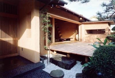 既存の庭木を和モダンな空間に取り込む02 中庭・通り庭で繋がる (中庭のある自宅兼そば屋|木造リノベーション)