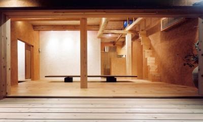 中庭のある自宅兼そば屋|木造リノベーション (古材・土壁空間に浮かぶ白壁01 白の左官木ゴテ仕上げ)
