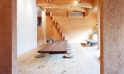 中庭のある自宅兼そば屋|木造リノベーション (街路と繋がる路地空間・通り庭03 広間へ)