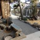 枚方市 T様邸蔵と母屋のリノベーション工事の写真 池あり、パーゴラありの空間