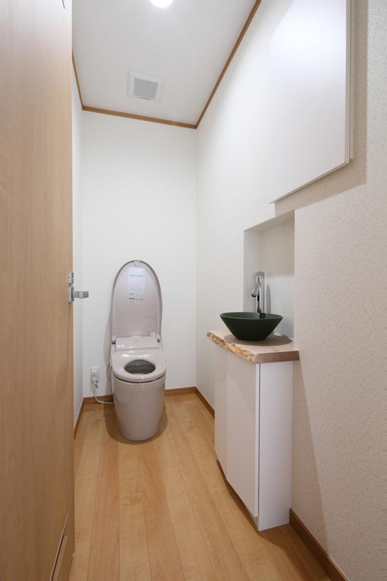 枚方市 T様邸蔵と母屋のリノベーション工事の写真 シンプルなトイレ