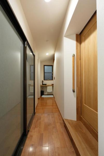 母屋と寝室をつなげる廊下 (枚方市 T様邸蔵と母屋のリノベーション工事)